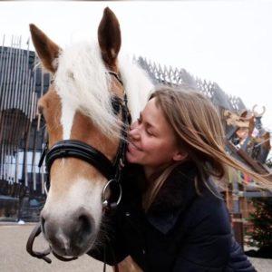 Entspannter Umgang mit dem Pferd – Tipps von Angela Koberstädt (EQUILA)