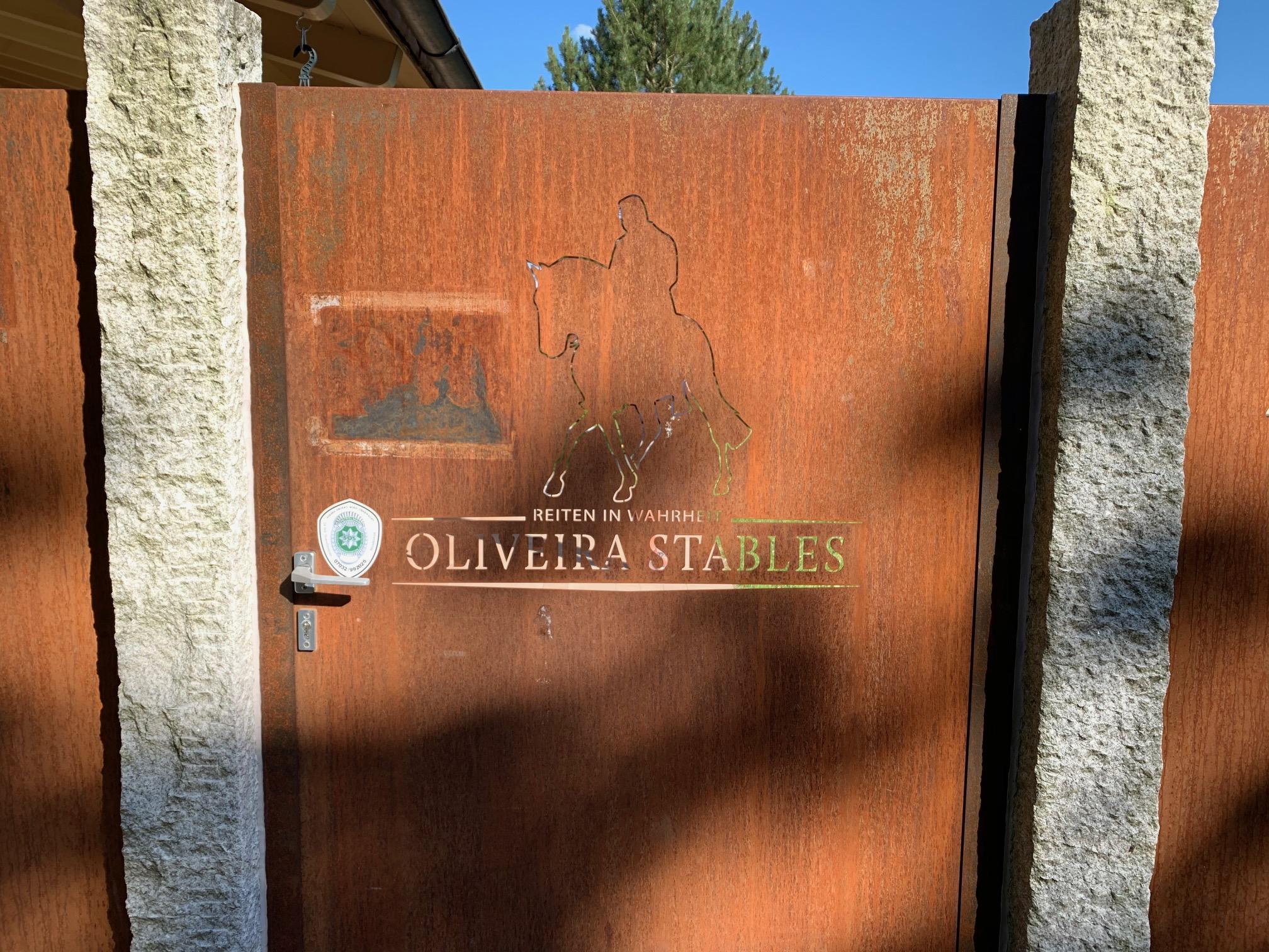 Vertikal – berechtigte Kritik? Mein spontaner Besuch in den Oliveira Stables in Waal